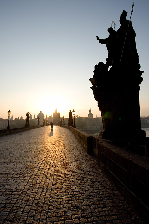 Sunrise at the famous Charles bridge in Prague, Czech Republic